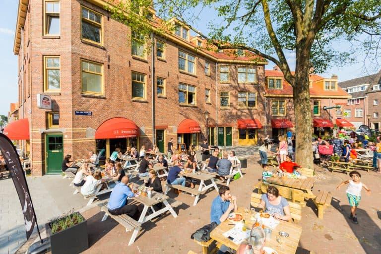Bewoners Van der Pek buurt in Amsterdam