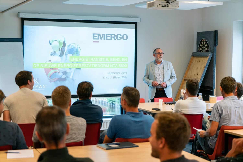 Harm Valk geeft training over BENG bij Emergo_09-2019