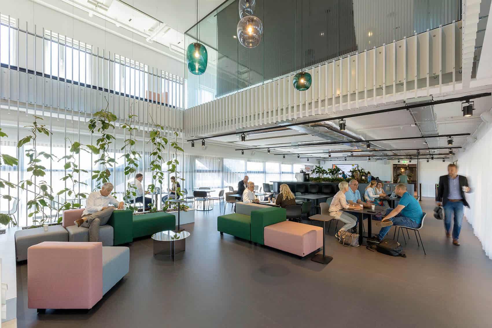 Interieur-hal-Stadskantoor-Alkmaar-copyright-Marcel-van-der-Burg-1