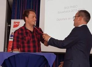 Jelle Paarhuis van Nieman ontvangt diploma PHBO Bouwfysica