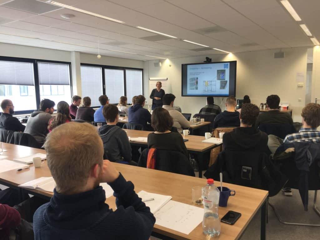 Synneva Rusman deelt kennis met toekomstige engineers
