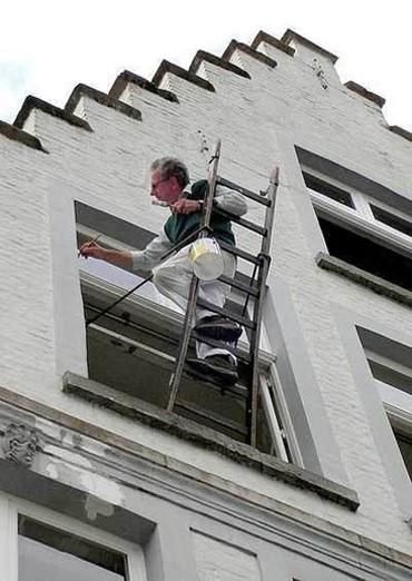 gevaarlijk-schilderen-op-ladder