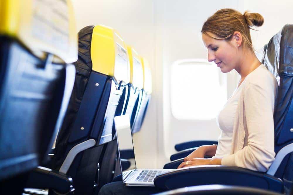 laptop-airplane-flight-2