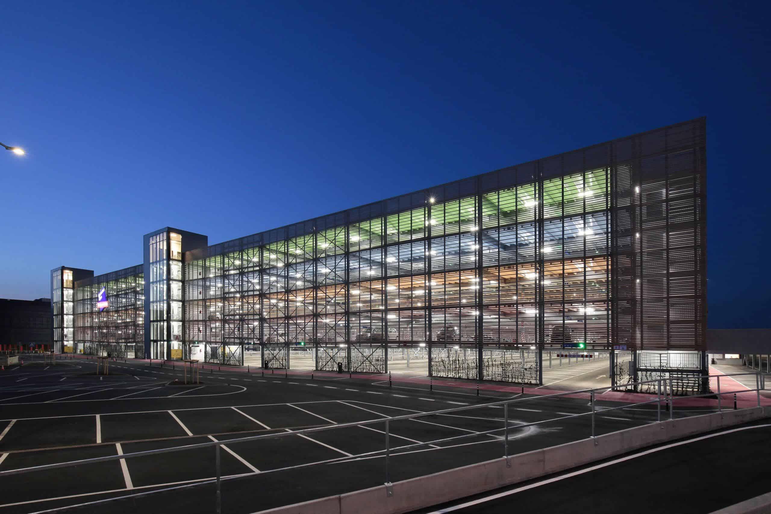 Parkeergarage Designer Outlet Center Roermond door Harry Noback
