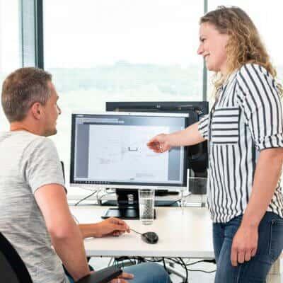 samen-project-bespreken-op-werkvloer