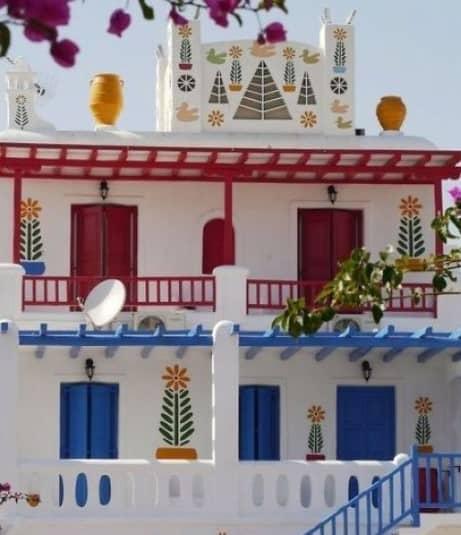 Griekse woning met luiken dicht