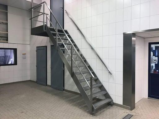 Trap in fabriek